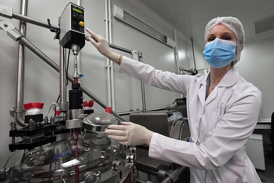 Пандемия закончится, когда появится эффективная вакцина, либо переболеет 80-90 процентов населения планеты