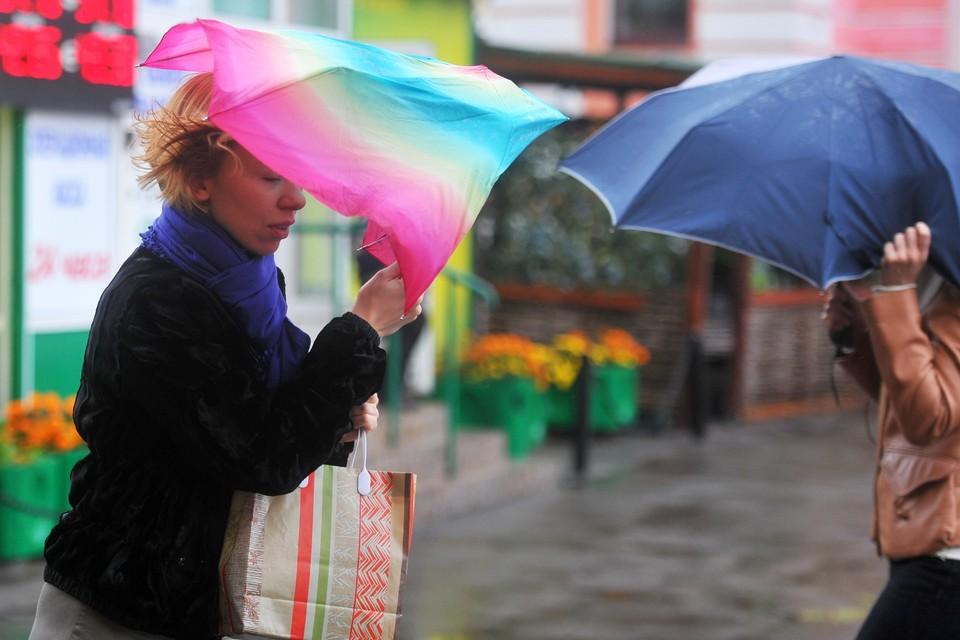 Зонтики сегодня забывать не стоит.