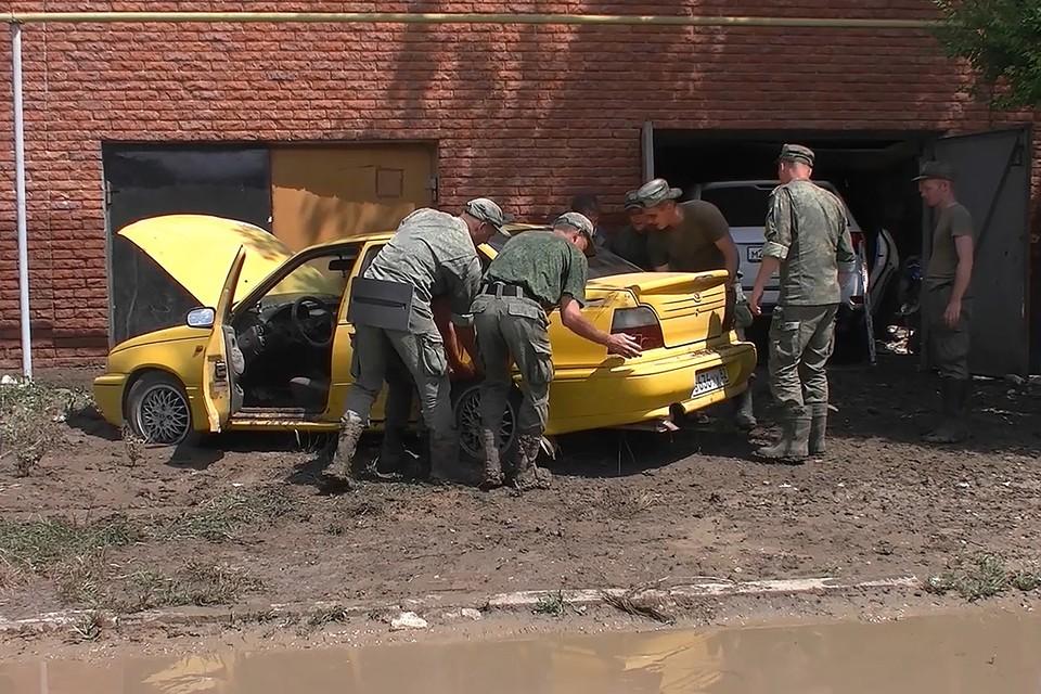 В Крыму в настоящее время создана группировка МО РФ по борьбе с последствиями стихийного бедствия в количестве 21 600 человек