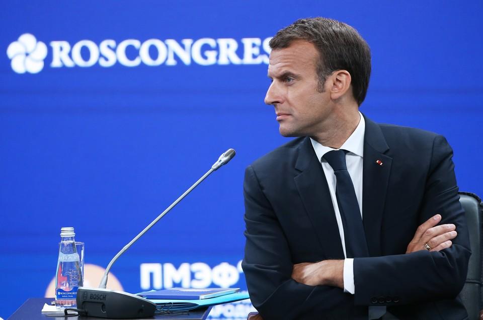 Макрон допустил введение обязательной вакцинации от ковида для всех французов.
