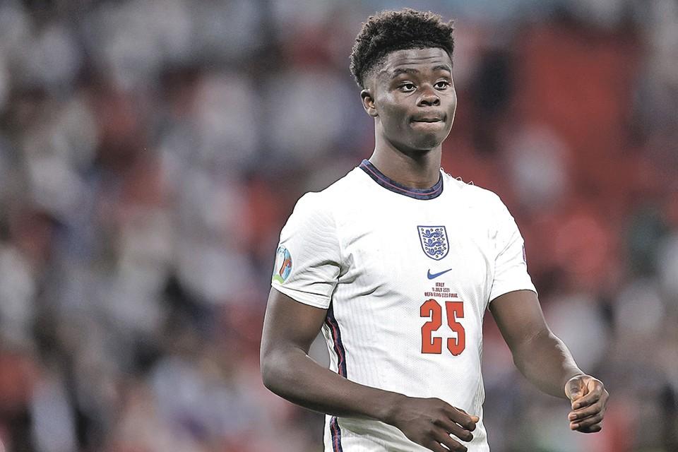 Решающий пенальти не забил 19-летний Букайо Сака. Фото: Carl RECINE/REUTERS
