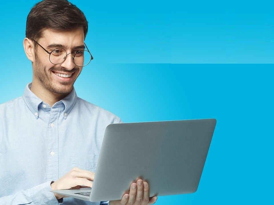 Базовые процессы, например, настройку и запуск виртуальных машин, развертывание кластеров Kubernetes, мониторинг инфраструктуры, команда сайта open.ru предпочитает отдавать на аутсорсинг.