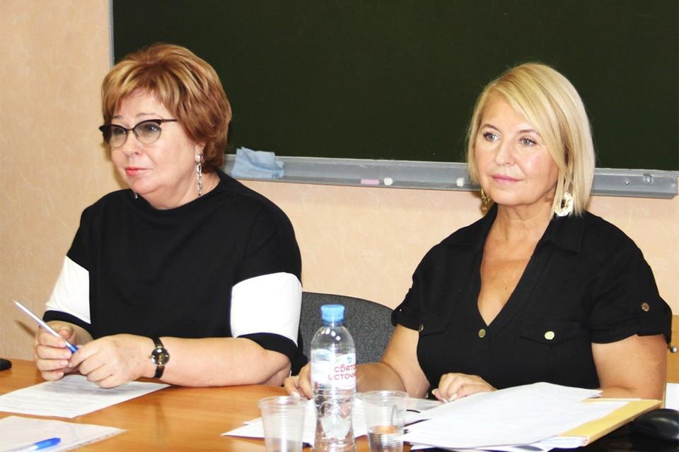 Председатель Общественной палаты Новосибирской области Галина Гриднева (слева) и председатель комиссии по поддержке семьи и детства Ольга Тетерюкова.