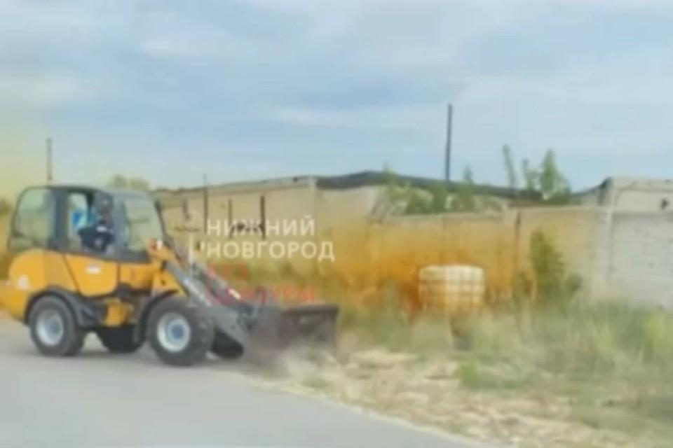 Неизвестный объект находился на въезде в город напротив пивоваренного завода. Фото: скрин из видео. Источник: Нижний Новгород |БЕЗ ЦЕНЗУРЫ|