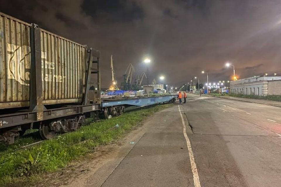 Контейнерный вагон сошел с тележки в Петербурге / Фото: СЗТП