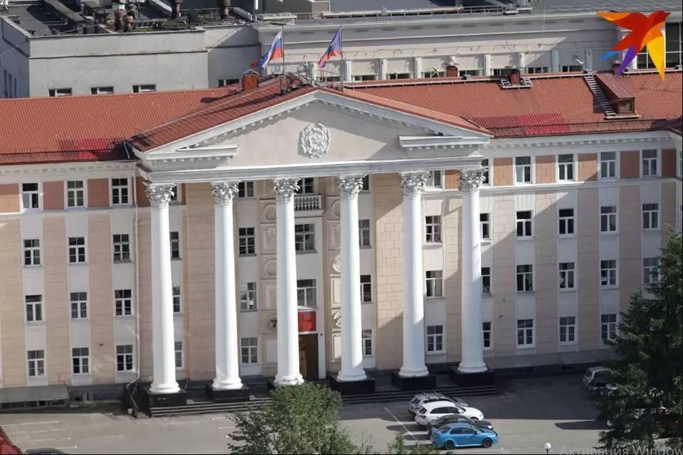 Северянка поделилась необычной фотографией областного парламента.