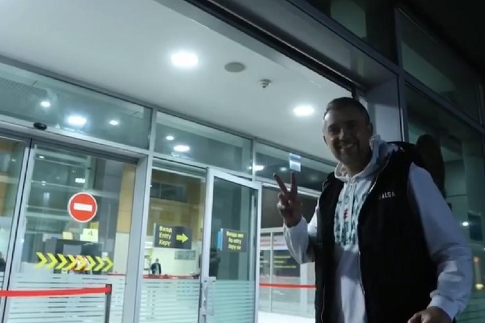 Клип заканчивается тем, что Фаттахов приезжает в аэропорт Казани.