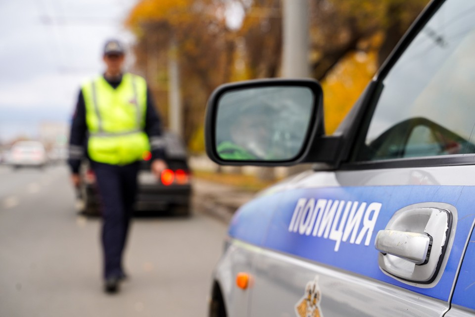 Сотрудники полиции проводят проверку