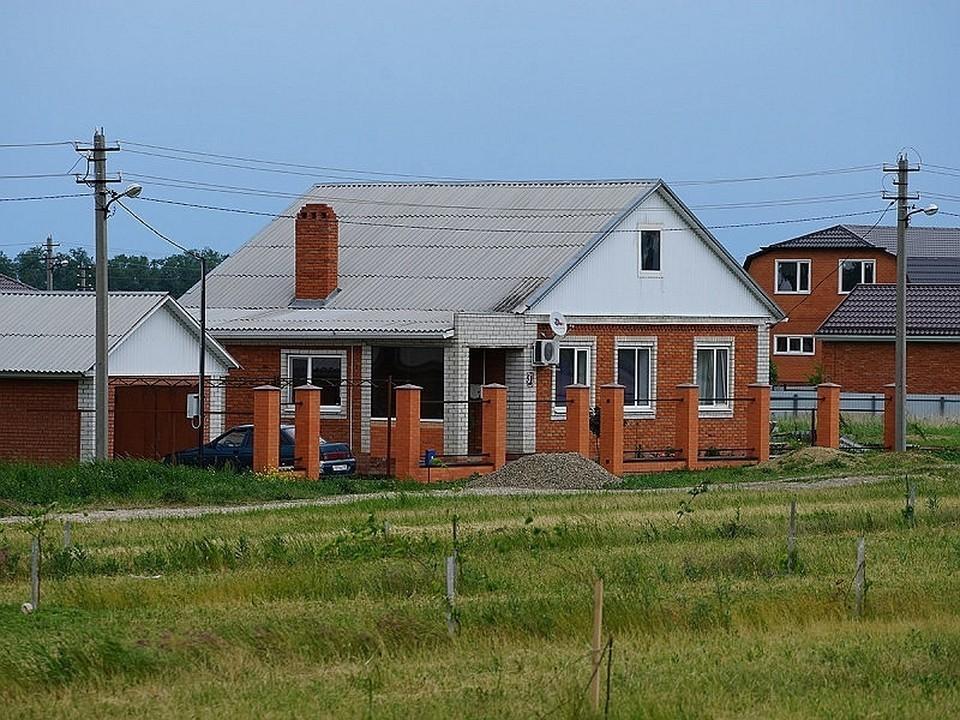 В сельские школы уже трудоустроились 103 учителя.