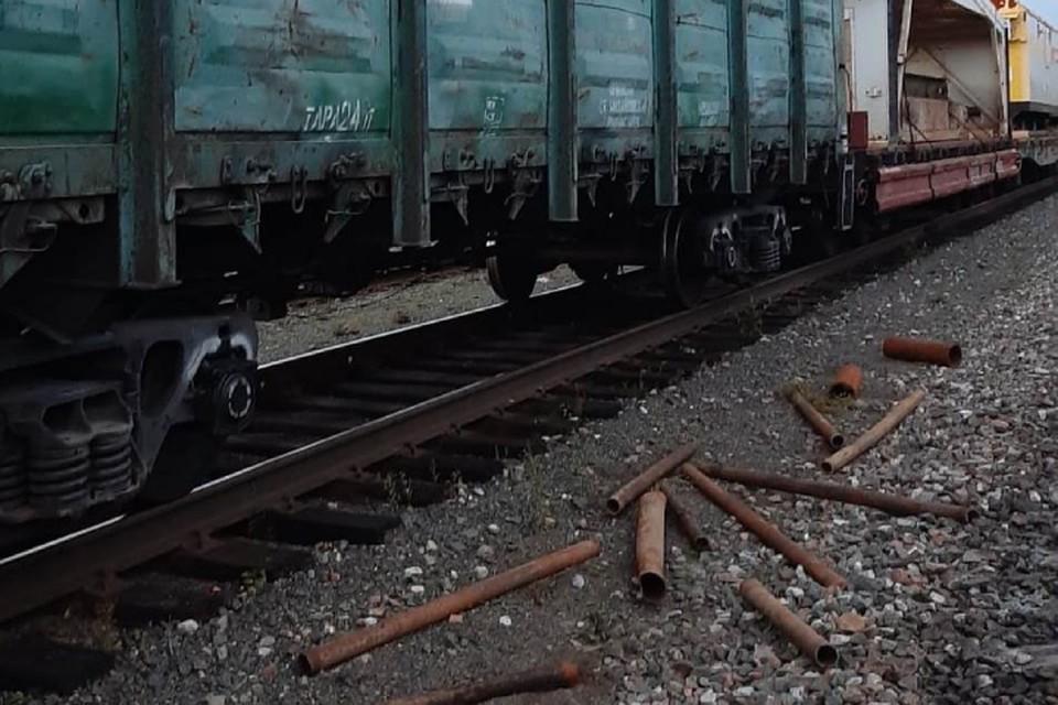 Мужчина сбрасывал лом из полувагона грузового поезда. Фото: пресс-служба Кировского ЛО МВД на транспорте